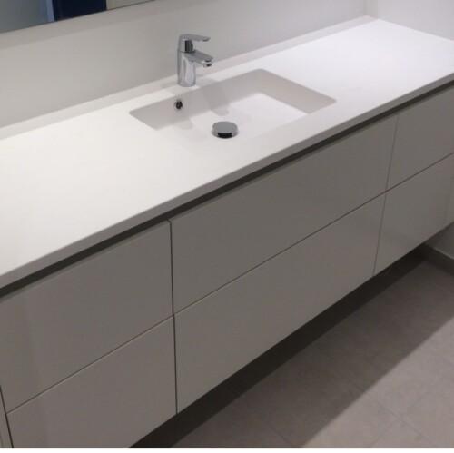 Corian bordplade med integreret vask - laves i farve og mål efter kundens specifikationer. Køb direkte til lav pris uden dyre mellemled.